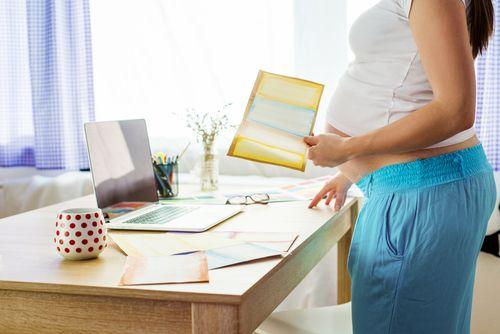 Mamy dostávajú vyššiu materskú, otcovia sa hlásia vo veľkom