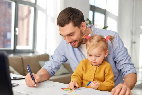 Od mája 2021 získajú otcovia materské ľahšie