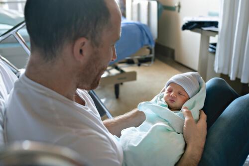 Otec pri pôrode
