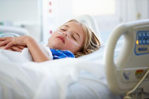 Právo dieťaťa byť s rodičom v nemocnici: podmienky a cenník