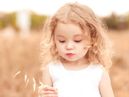 Dievčatá sa častejšie rodia pekným ženám