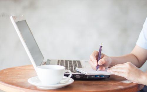 Výpoveď v práci po rodičovskej dovolenke a nárok na dávky