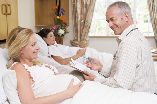 Slovenské mamičky sa z pôrodnice neponáhľajú