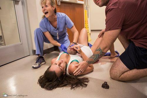 Do pôrodnice to ledva stihla, porodila na chodbe